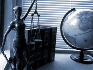 lady justice 2388500 640 300x225 - lady-justice-2388500_640
